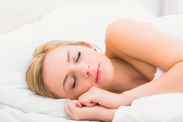 7 Trucos de belleza para hacer mientras duermes